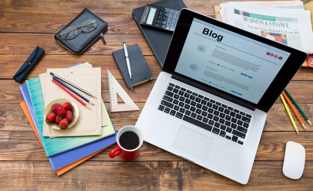 Ücretsiz olarak blog açmak istiyorsanız, blogger tam size göre.